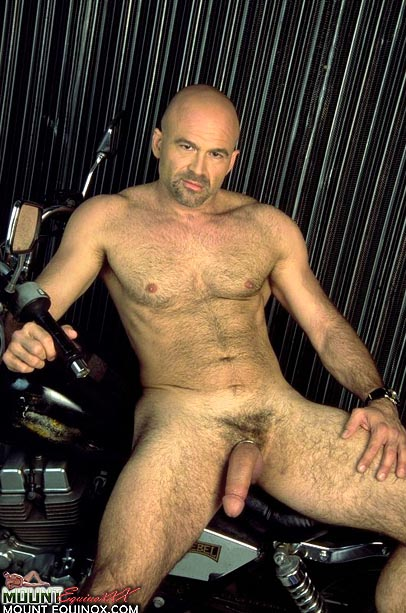 Giovanni's Free Gay Pictures